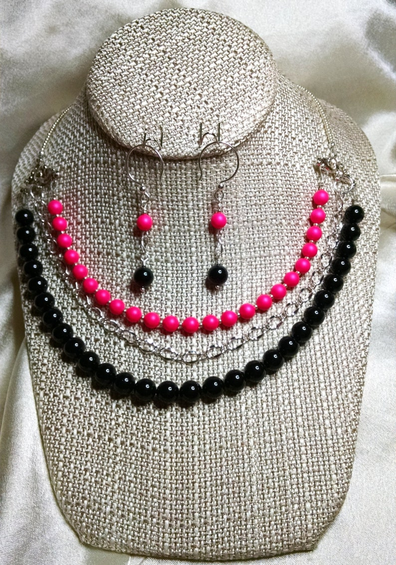 Black and Neon Pink Pearl 3-Strand Necklace and Earring set image 0