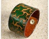 Green geometric leather c...