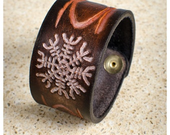 """Ægishjálmr, Helm of Awe, leather cuff - 7.5"""" wearable size"""