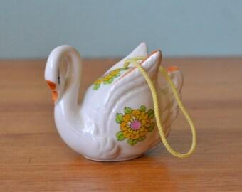 Vintage retro ceramic swan potpourri pink yellow kitsch japan