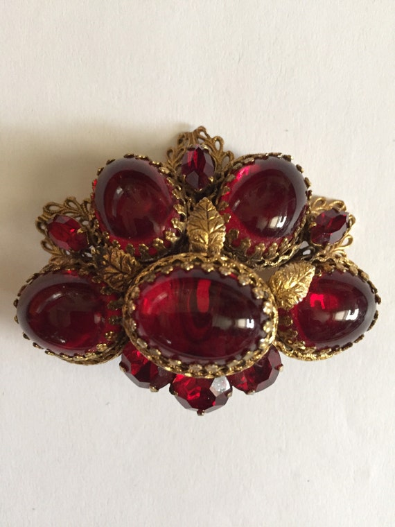 REGENCY CHUNKY RED cabochon gold filled brooch fro
