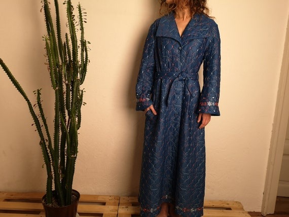 70's blue dressing gown with flower stitching M -