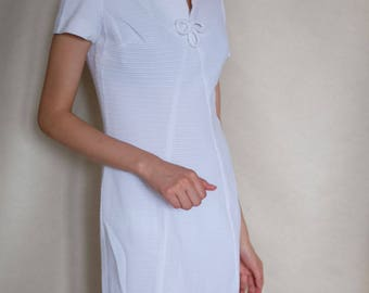 White 1960s Vintage Sleeveless Dress