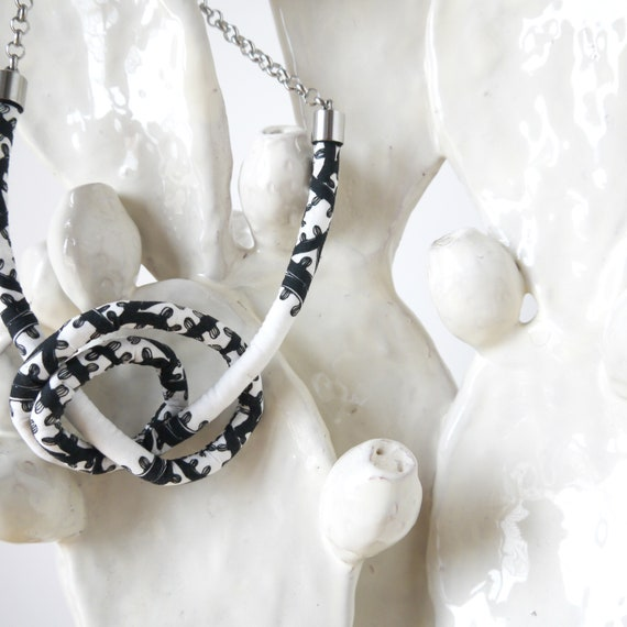 Knots fabric necklace, poppy black and white necklace, handmade textile earring, original fabric