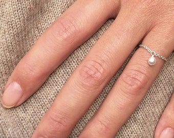 Silver ring, pearly pearl