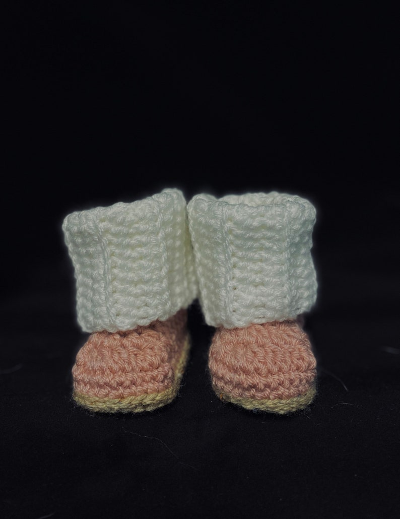 newborn girl outfit Double Pom Pom Hat and bootie BABY SHOWER GIFT Baby Girl Coming Home Outfit