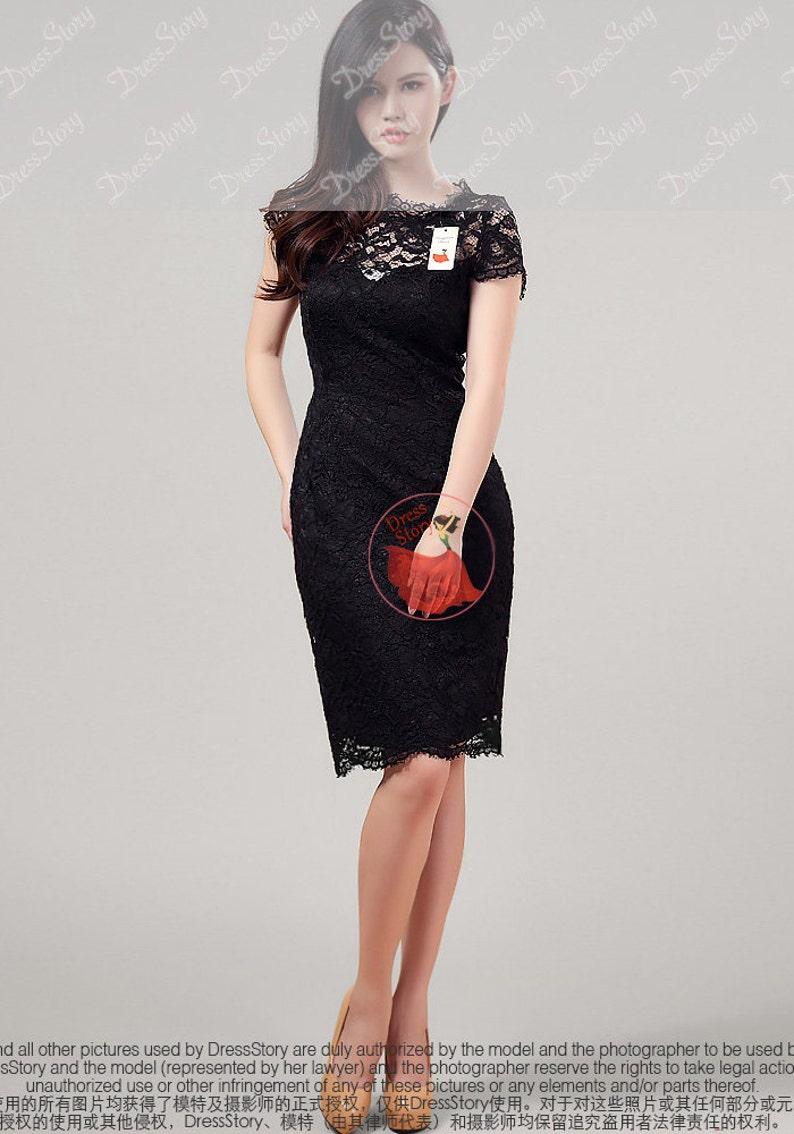 7b37ce74e9 Czarna sukienka koronkowa z otwartym powrotem koronki D314B