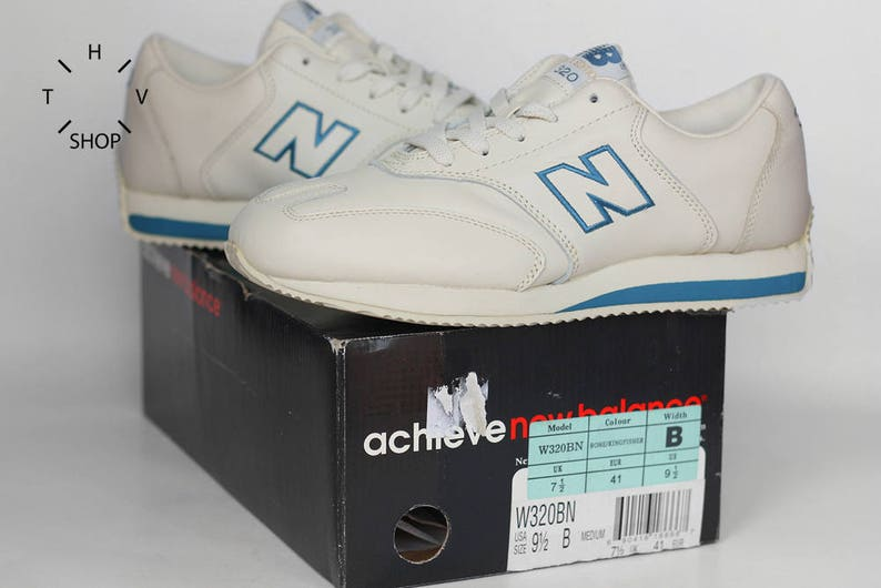 the latest 46347 9aeb0 Sneakers New Balance W320 vintage NOS   Running scarpe calci     Etsy