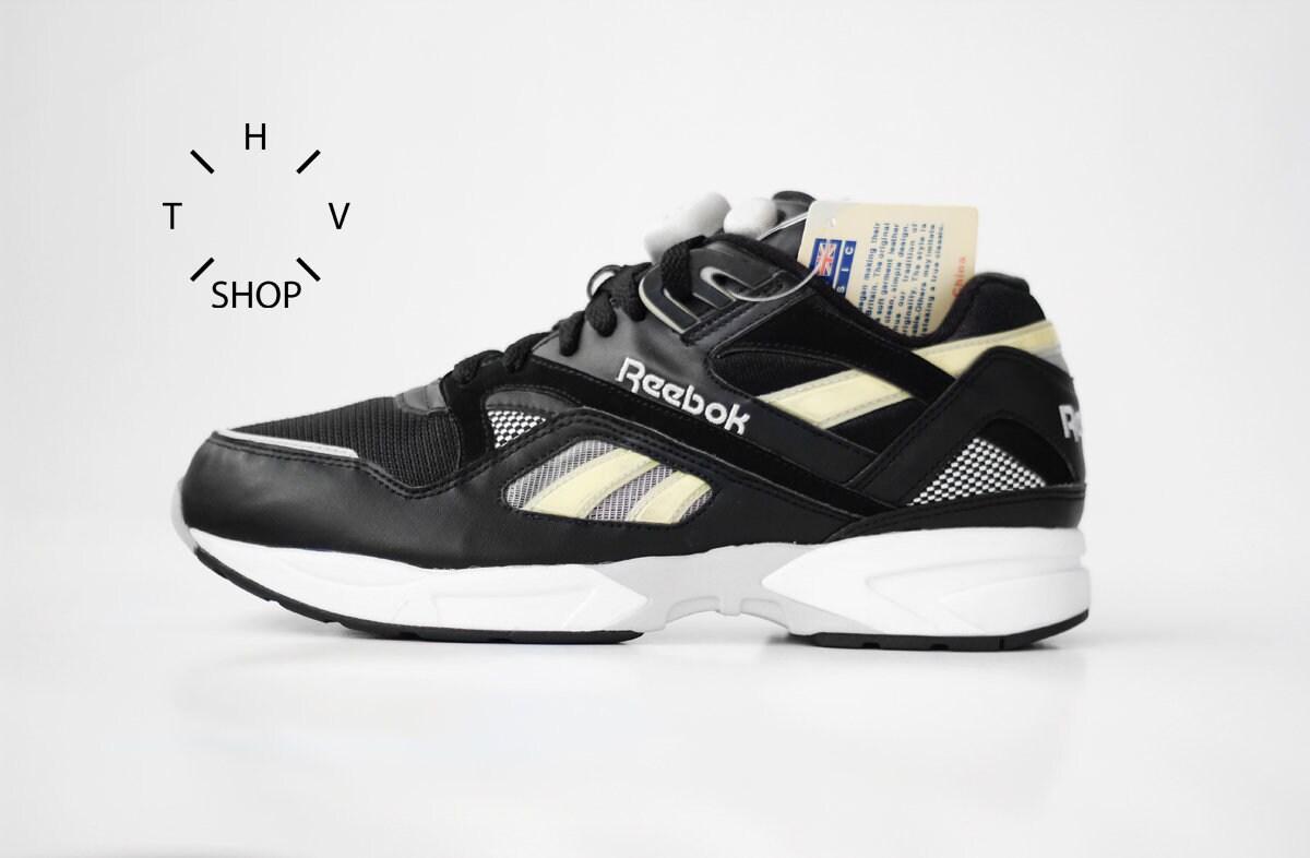 58b69cfb9cc6 NOS 90s Vintage Reebok Classic Pump Graphlite sneakers   Black