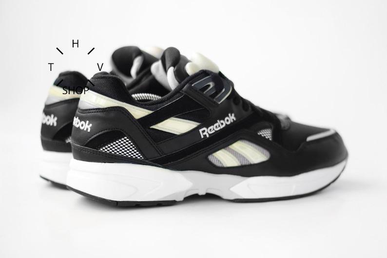 cd064ae239ee NOS 90s Vintage Reebok Classic Pump Graphlite sneakers   Black