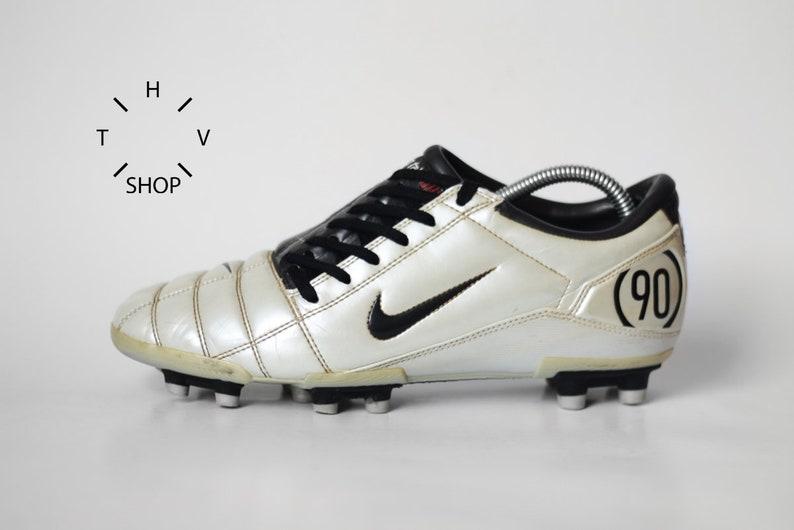 134190128 Vintage Nike Total 90 III FG soccer boots   Metallic White