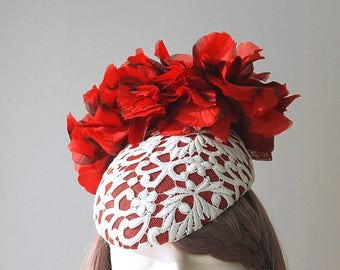 9c8625f86c924 Red Hat White Lace Silk Flowers Fascinator Beret Hatinator Wedding Spring  Racing Carnival Party Special Occasion Melbourne Cup Kentucky Hat