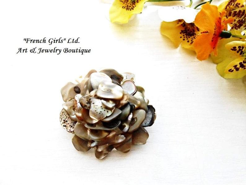 Nacre Mother of Pearl Brooch Flower Shaped Victorian Retro Vintage Style Bohemian Boho Seashell Shell Jewelry Art Trendy Dress Accessory