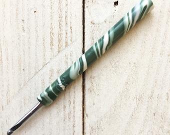 Swirl crochet hook, Susan Bates crochet hook, ergonomic crochet hook, polymer clay hook, covered crochet hook, crochet supplies