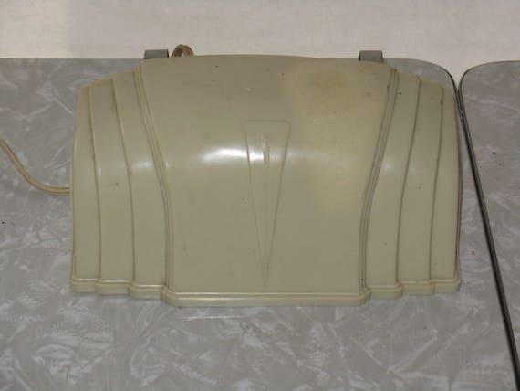 lampe de chevet vintage t te de lit en plastique en bak lite. Black Bedroom Furniture Sets. Home Design Ideas