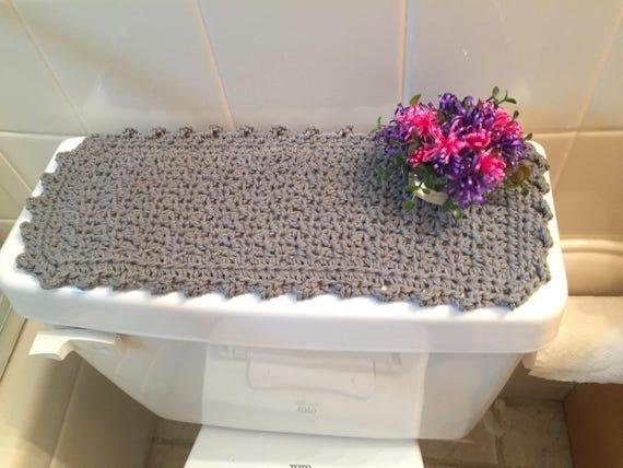 Trousse de toilette gris réservoir Topper, Commode gris couverture, Sinkside Mat, napperon de vanité, du bout des doigts serviette, serviette invité, respectueux de l'environnement en coton, crocheté
