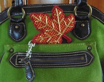 Autumn Maple Leaf Bag Clip, Maple Leaf Clip Charm, Leaf Zipper Pull, Bag Charm, Backpack Clip, Purse Clip, Maple Leaf Art