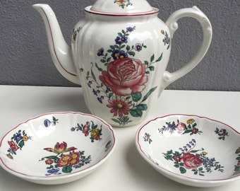 Villeroy Boch teapot and 2 Bowl