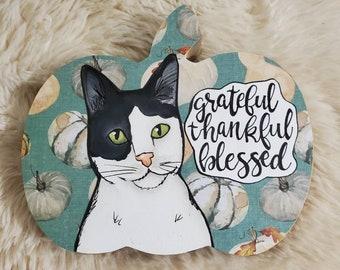 Grateful cat table decor