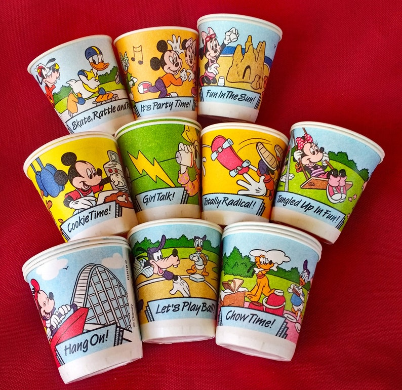 20 Vintage Disney Dixie Cups Mickey Mouse Minnie Mouse Pluto Daffy Duck  Daisy Duck Vacation Summer Themes Cartoon Collectibles 90s Dixie Cup