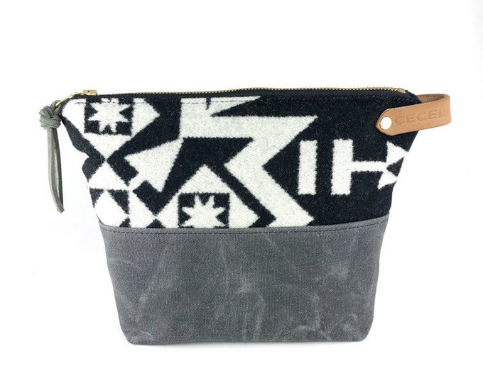 Customizable Wool and Waxed Toiletries bag - Condensed black