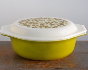 Vintage Pyrex Verde 1.5 Quart Casserole Dish with Lid -043 - Green Olives