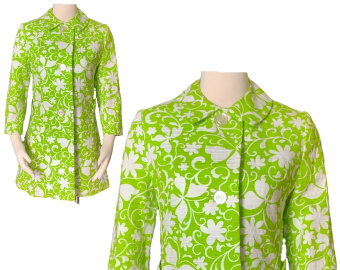 Vintage Green and White Spring Coat from Saks Fifth Avenue. Butterfly and Floral Design. 1960s Sustainable Fashion Women's Clothing.