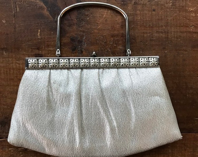 Vintage Silver Metallic Clutch in Silver Lame Perfect for a Bride or a Special Night Out. Vintage Fashion.