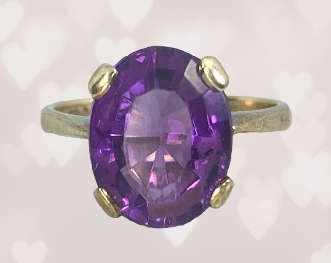 Vintage Amethyst Solitaire Ring in Yellow Gold. Unique Engagement Ring. February Birthstone. 6th Anniversary Gift. Estate Fine Jewelry.