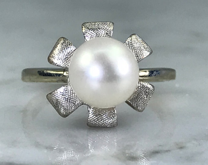 Vintage Pearl Flower Ring in 10K White Gold. Art Nouveau. June Birthstone. 4th Anniversary Gift. Estate Jewelry