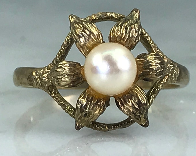 Vintage Pearl Flower Ring in Yellow Gold. Graduation Gift. June Birthstone. 4th Anniversary Gift. Unique Engagement Ring.