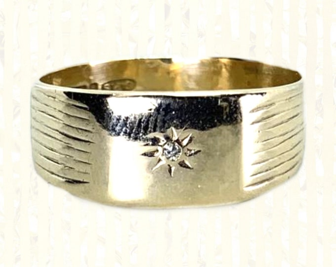 1960s Diamond and Gold Wedding Band or Thumb Ring in 9k Yellow Gold. Estate Jewelry. Full European Hallmark.