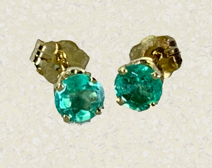 1940s Emerald Stud Earrings set in 14k Yellow Gold. May Birthstone. Sustainable Vintage Estate Jewelry.