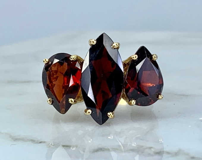 Vintage Garnet Cocktail Ring. Unique Engagement Ring. Statement Ring. January Birthstone. 2 Year Anniversary. Estate Fine Jewelry