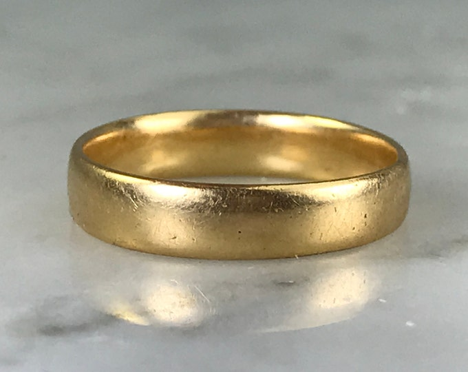 Vintage Gold Wedding Band. 10K Yellow Gold. Size 4 US. Estate Fine Jewelry. Stacking Gold Ring. Gold Midi Ring. Upcycled Childs Ring.