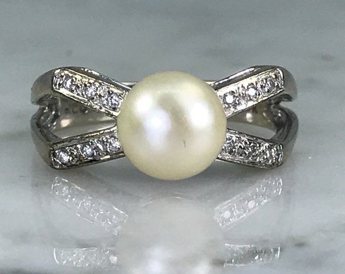 Pearl Diamond Ring. A Bow Style. 14k White Gold. Vintage Estate Jewelry.  June Birthstone. 4th Anniversary Gift. Unique Engagement.