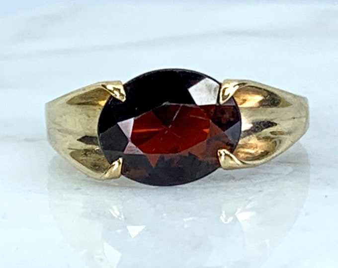 Vintage Garnet Engagement Ring. 9k Yellow Gold Setting. Unique Engagement Ring. Statement Ring. January Birthstone. 2 Year Anniversary Gift.
