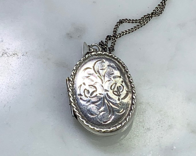 Vintage 1970s Sterling Silver Photo Locket. Floral Etched Pendant. Marked 925. Full European Hallmark. Gift for Her. Brides Gift.