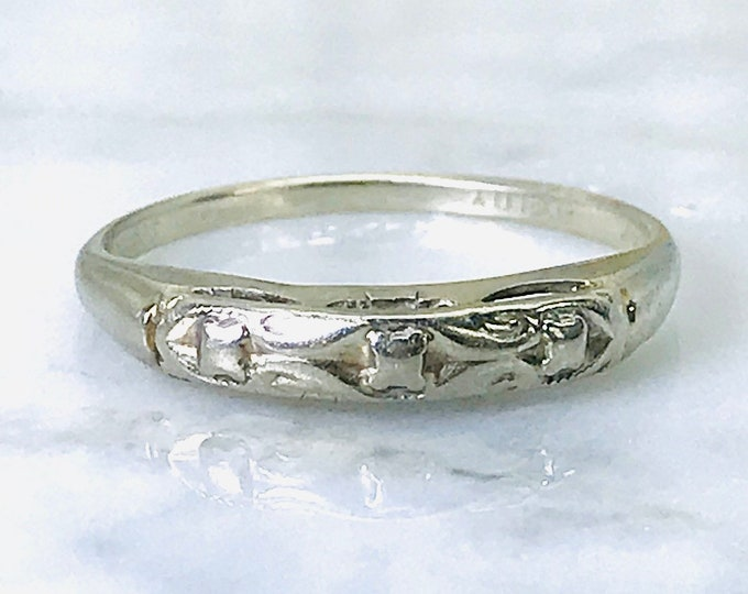 White Gold Wedding Band with Floral Etching. 14K White Gold. Perfect Stacking Ring. Estate Jewelry. Circa 1970. Size 7 1/2.