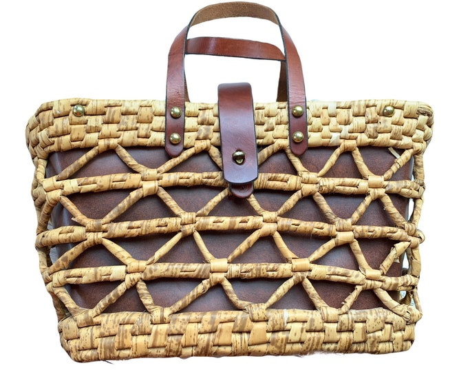 1970s Woven Straw and Leather Tote Style Purse by John Romain. Perfect Market or Beach Bag. Sustainable Vintage Fashion.