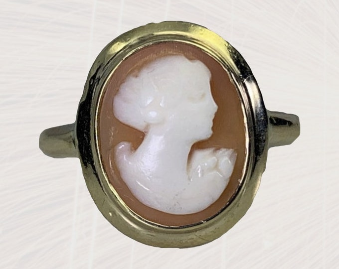 Vintage 1940s Cameo Ring in 10K Gold Setting. Hand Carved Carnelian Shell Silhouette. Estate Jewelry