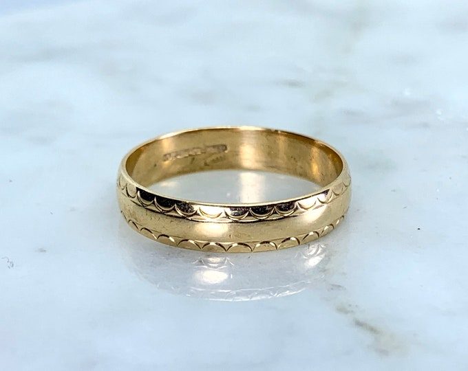Gold Wedding Band or Stacking Ring in 9k Yellow Gold. Antique Estate Jewelry Circa 1900s. Size 7. Full European Hallmark.