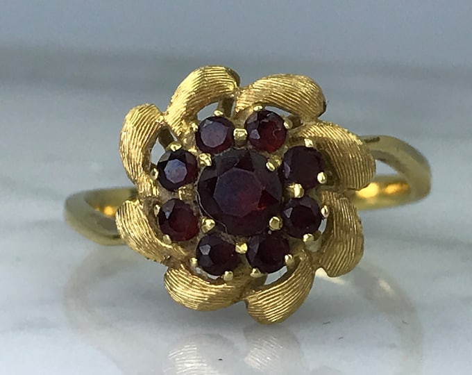 Vintage Garnet Cluster Ring. 18k Yellow Gold. Unique Engagement Ring. Floral Design. January Birthstone. 2 Year Anniversary. Estate Jewelry