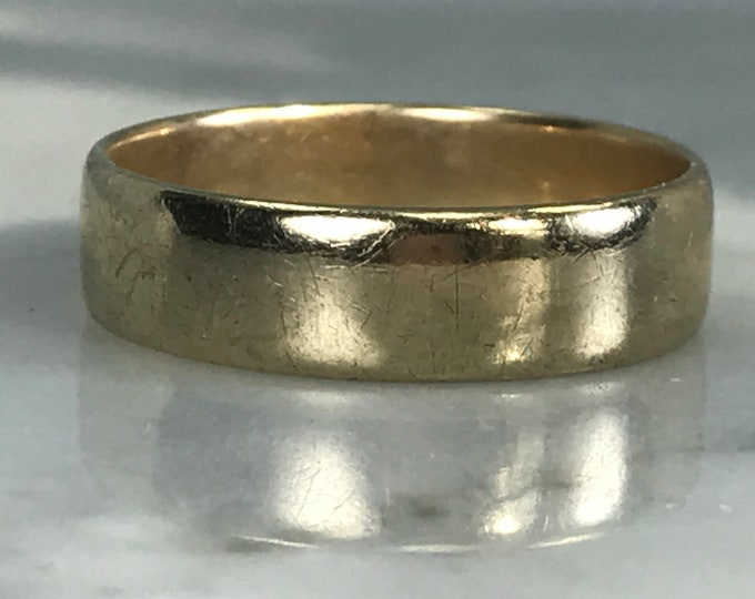 Vintage Gold Band. 9k Yellow Gold. Mens Wedding Band. Thumb Ring. Stacking Band. Estate Jewelry. 1973. Size 9.