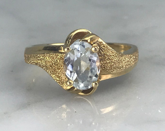 Vintage Aquamarine Ring in 14K Yellow Gold. Unique Engagement Ring. March Birthstone. 19th Anniversary. Estate Jewelry