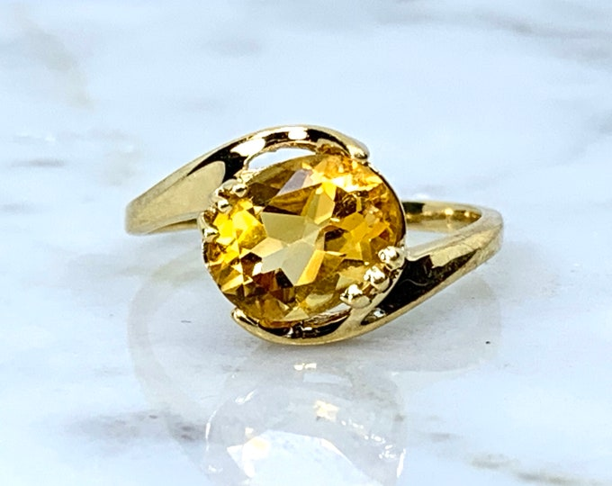Citrine Ring in 10K Yellow Gold. Estate Jewelry. Unique Engagement Ring. November Birthstone. 13th Anniversary
