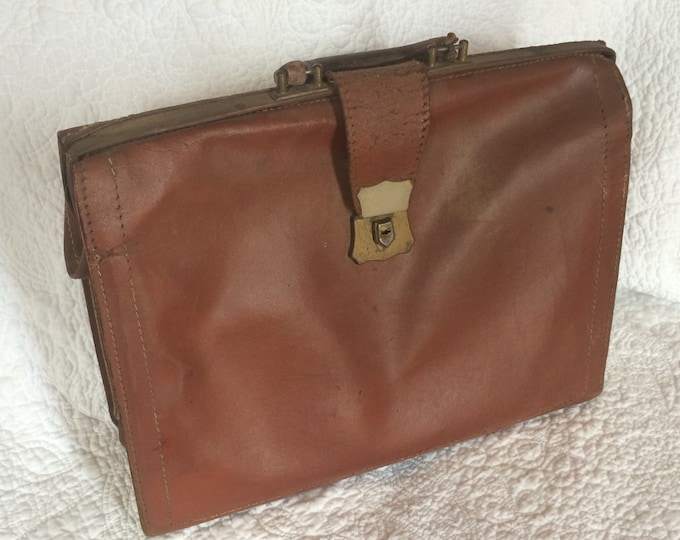 Vintage Leather Satchel Briefcase.  Cognac Caramel Brown Leather Luggage. Overnight Case. Office Decor. Accessory. Bag. Gift for Him.