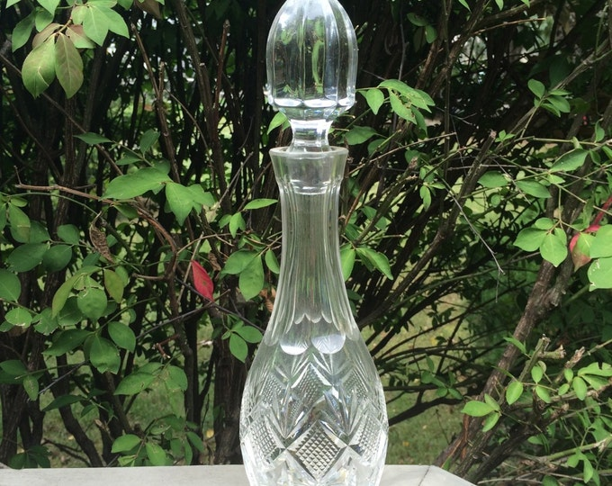 Vintage Lead Crystal Decanter. Liquor Bottle. Etched Diamond Pattern. Glassware. Decanter with Crystal Stopper. Barware. Serving. Tableware.