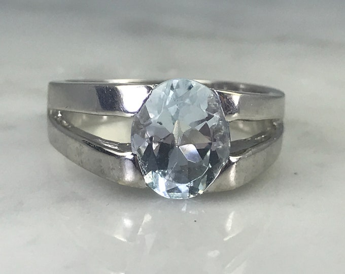 Vintage Aquamarine Ring. 10k White Gold. Modernist Setting. Unique Engagement Ring. March Birthstone. 19th Anniversary. Estate Jewelry.