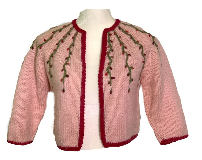 1950s Pink Wool Sweater with Embroidered Flowers. PinUp Style Cardigan with Cranberry Accents. Sustainable Vintage Fashion.